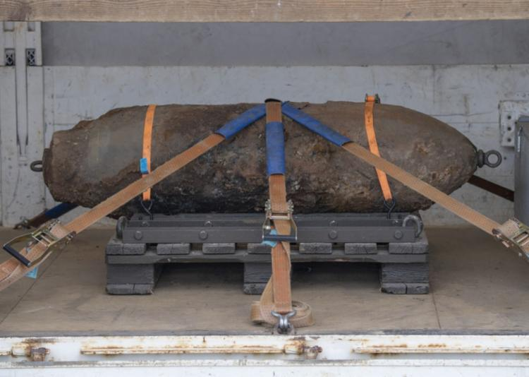 Bomba foi encontrada durante uma construção no mês passado - Foto: Boris Roessler | AFP