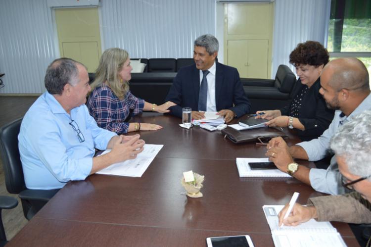 Representantes da Secretaria da Educação e Casa Anísio Teixeira dialogam sobre celebração dos 120 anos do educador - Foto: Suami Dias