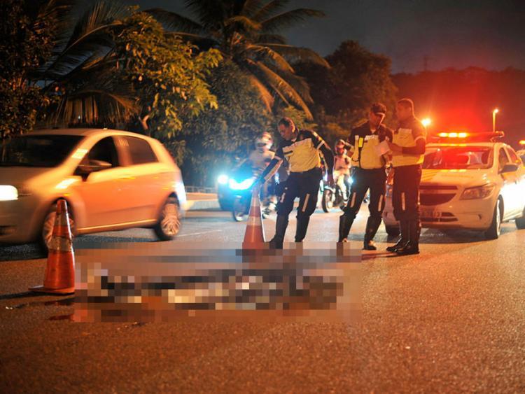 Motorista fugiu do local e não prestou socorro à vítima - Foto: Felipe Iruatã   Ag. A TARDE