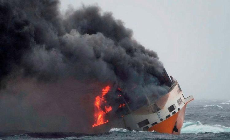 Cargueiro naufragou com veículos a bordo - Foto: Marine Nationale | Défense