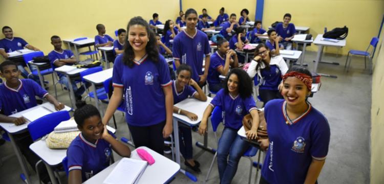 As aulas estão sendo reiniciadas com uma série de projetos estruturantes, entre os quais o ENEM 100% - Foto: Divulgação