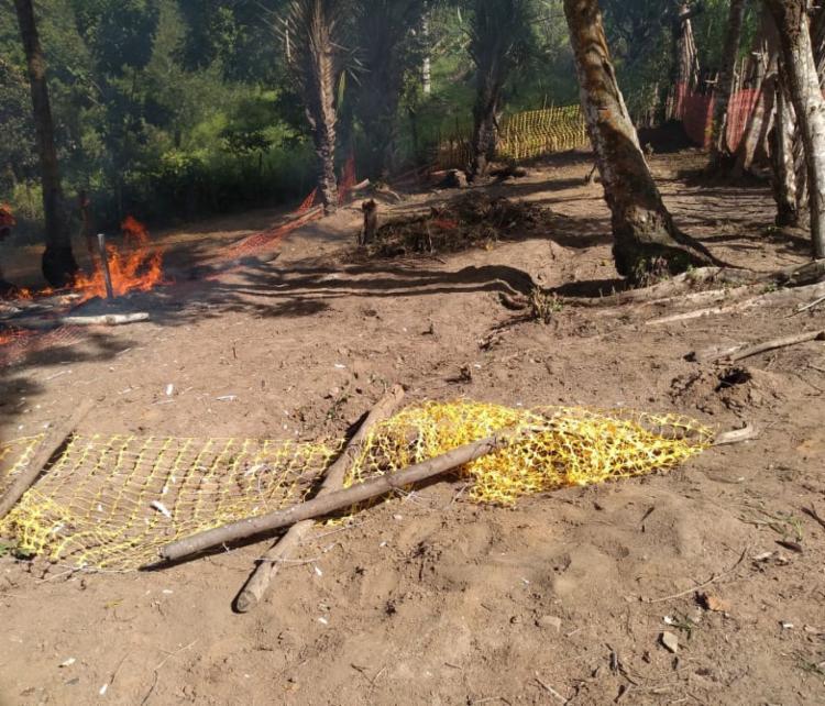 Barracos foram queimados durante invasão - Foto: Cidadão Repórter | Via WhatsApp