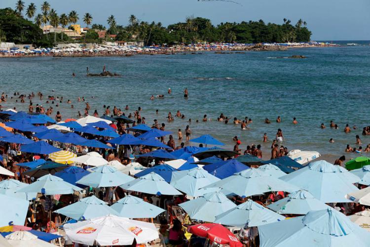 A praia de Itapuã é uma das praias que devem ser evitadas - Foto: Adilton Venegeroles | Ag. A Tarde