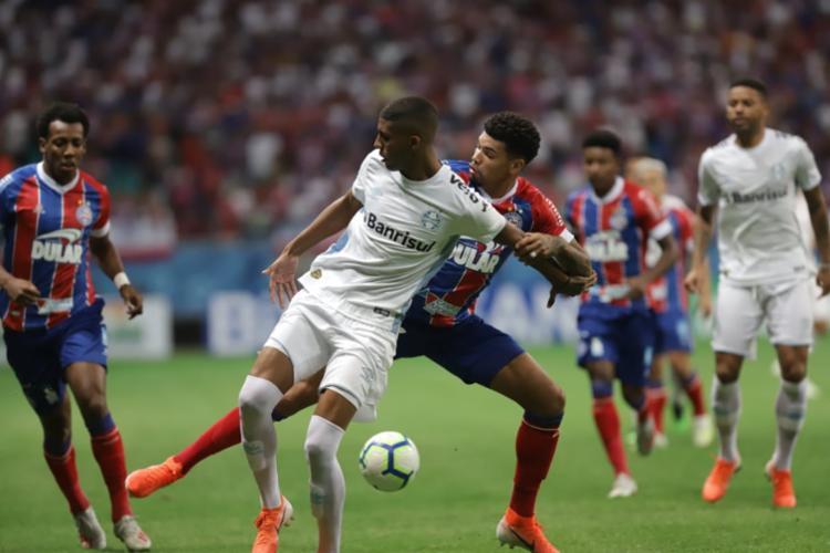 A defesa do Tricolor baiano conseguiu neutralizar a maioria das investidas do Tricolor gaúcho - Foto: Uendel Galter l Ag. A TARDE