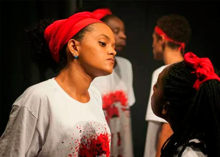 Oficina tem metodologia baseada na linguagem artística desenvolvida pelo Bando de Teatro Olodum em sua trajetória de quase 30 - Foto: Bruna Castelo Branco | Labfoto2014