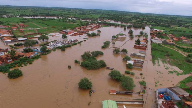 Três casas ficaram inundadas e a cidade segue ilhada pela lama - Foto: Ascom Coronel João Sá | Divulgação