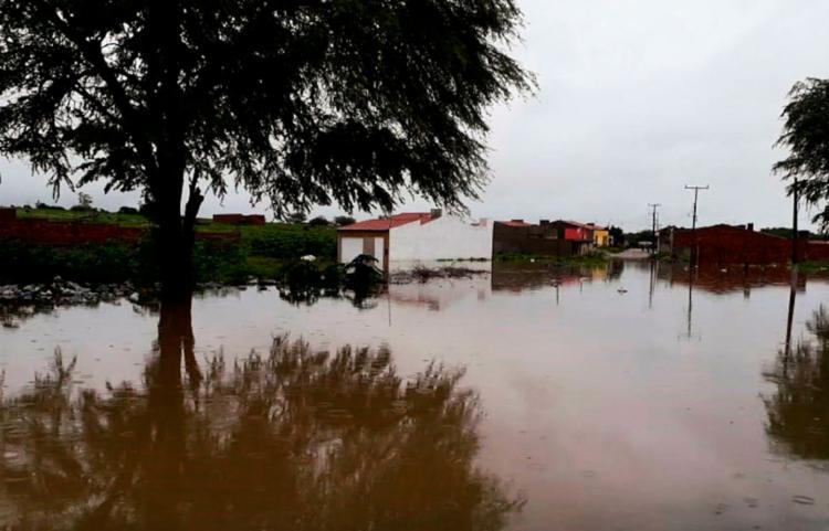 A Barragem do Quati se rompeu na manhã da última quinta, 11, no município de Pedro Alexandre - Foto: Divulgação | Corpo de Bombeiros de Paulo Afonso
