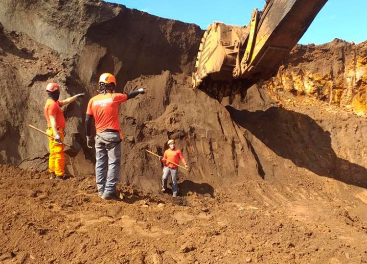 Corpo foi encontrado próximo à área do rompimento da barragem - Foto: Divulgação | CBMMG