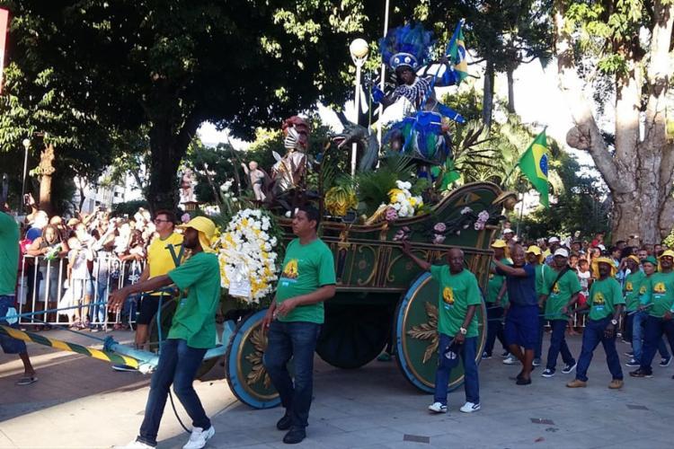 O desfile saiu da Praça Municipal e seguiu até o centro da praça Dois de Julho - Foto: Shirley Stolze | Ag. A TARDE