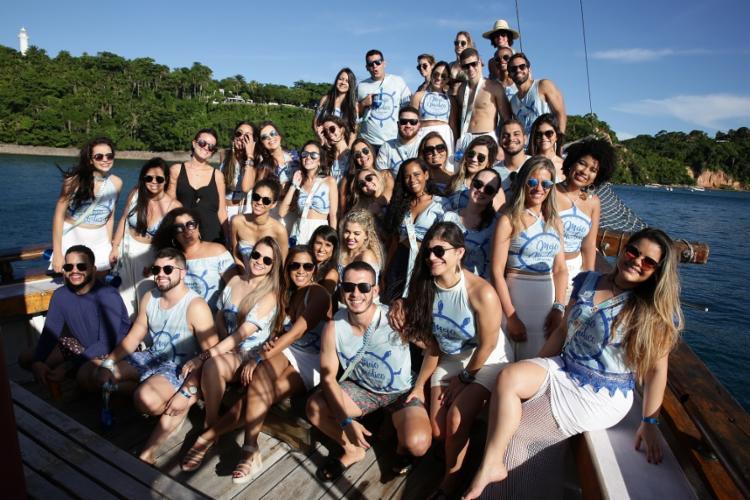Estudantes de medicina em viagem para comemorar meio médico, em Morro de São Paulo
