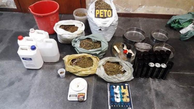 Material apreendido pela polícia na residência - Foto: Divulgação | Polícia Militar