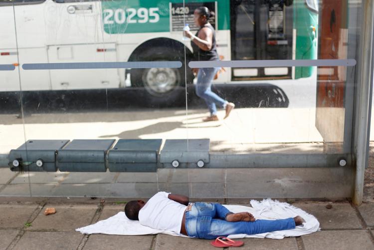 Estima-se que existem entre 14.513 e 17.357 pessoas em situação de rua em Salvador - Foto: Raul Spinassé | Ag. A TARDE