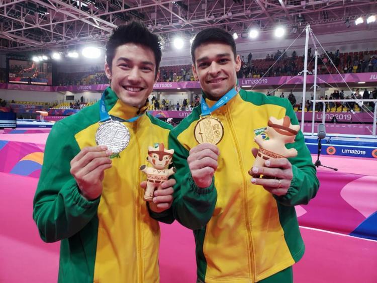 Chico Barretto conquistou o ouro e Arthur Nory foi prata na barra fixa - Foto: Ricardo Bufolin l CBG
