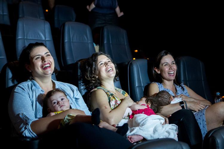 Ação, que reúne as mães e seus bebês no cinema, ocorre no UCI Shopping da Bahia - Foto: Divulgação