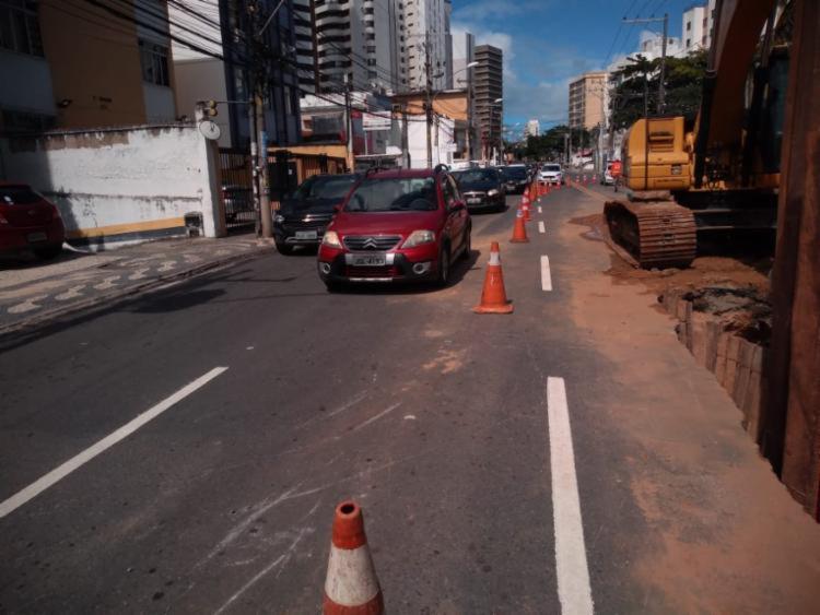 Buraco foi causado por problema de drenagem no local - Foto: Divulgação | Transalvador