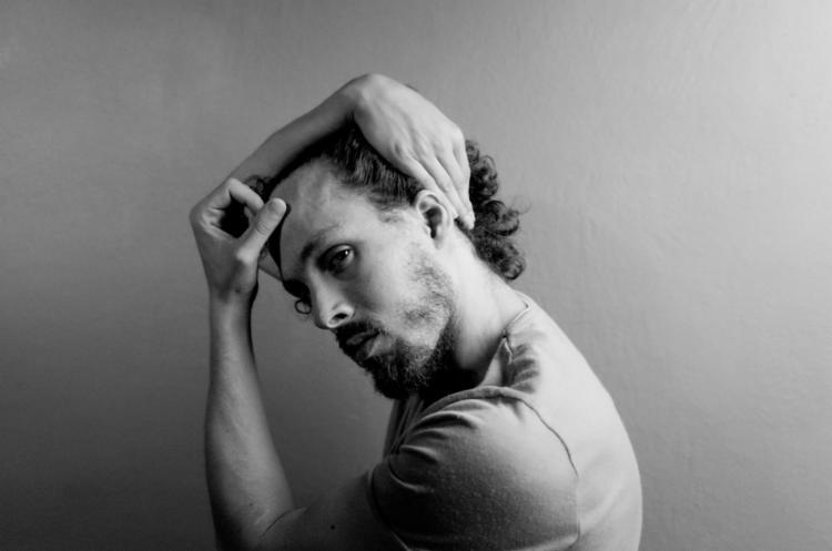 O cantor irá cantar algumas de suas músicas que estarão no próximo álbum - Foto: Jonas Tucci | Divulgação