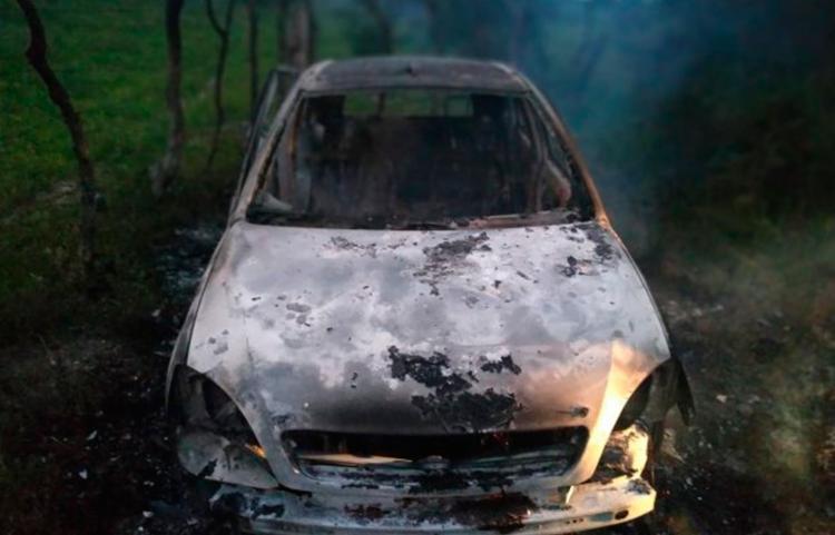 Veículo foi encontrado incendiado em uma área de mata no município de Água Fria - Foto: Reprodução | Acorda Cidade