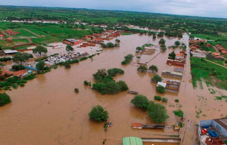 Água que vazou da barragem segue o curso do rio do Peixe, que liga a região de Pedro Alexandre ao município de Coronel João Sá - Foto: Divulgação | Ascom Coronel João Sá