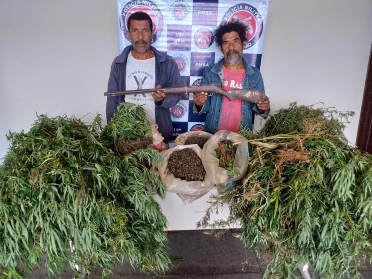 Sacos com 30 quilos da droga seca e uma espingarda artesanal com munição também foram localizados - Foto: Divulgação | SSP