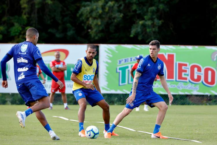 O recém-contratados Ronaldo (à dir.) e Lucca foram regularizados e estão à disposição do técnico Roger - Foto: Felipe Oliveira | EC Bahia