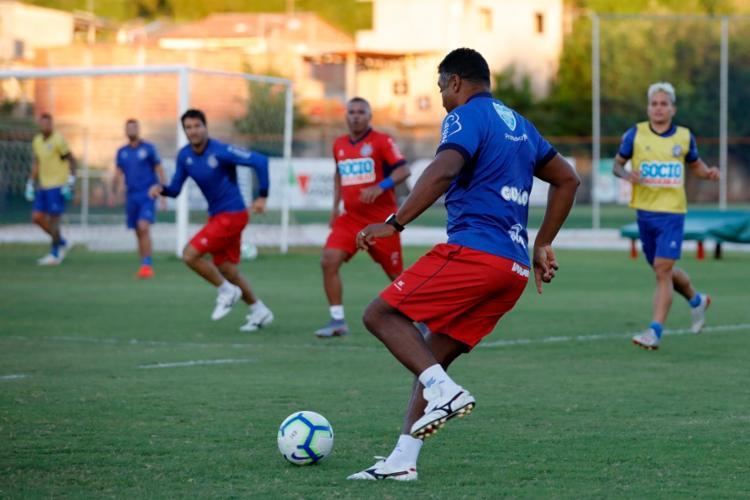 Treinador participou do tradicional 'rachão' no treino desta terça-feira, 16 - Foto: Felipe Oliveira | EC Bahia