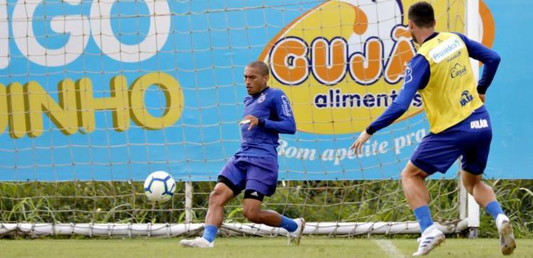 O lateral Nino Paraíba, recuperado de dores no tornozelo, trabalhou normalmente com o restante do grupo - Foto: Divulgação | EC Bahia