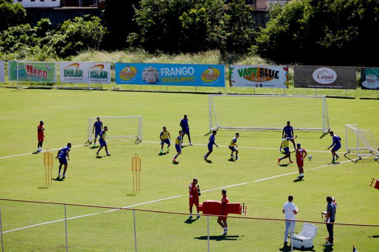 Os reservas foram a campo e trabalharam com bola sob o comando do técnico Roger Machado - Foto: Felipe Oliveira | EC Bahia