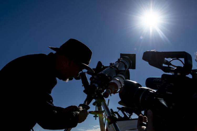 O próximo eclipse total do Sol só poderá ser visto no Nordeste em 12 de agosto de 2045 - Foto: Martin Bernetti | AFP