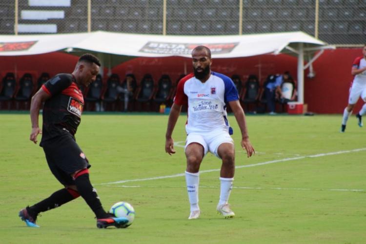 Eron marcou três gol e assumiu a artilharia da competição - Foto: Divulgação   EC Vitória