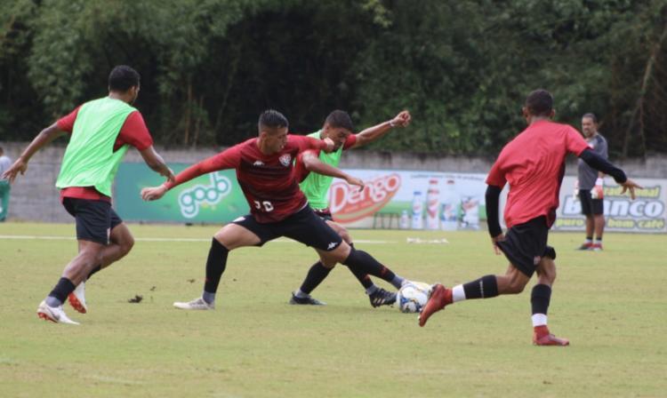 Loss promoveu um treino tático com os demais atletas e um técnico específico apenas para os defensores - Foto: Divulgação | EC Vitória