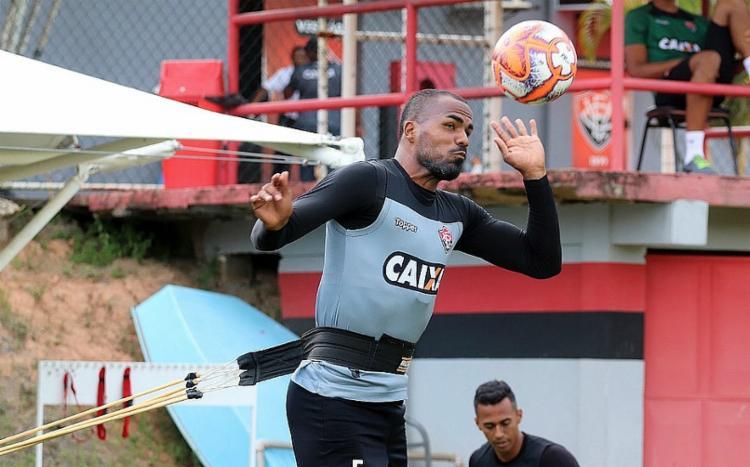 Zagueiro treinava afastado na Toca do Leão desde abril - Foto: Maurícia da Matta   EC Vitória