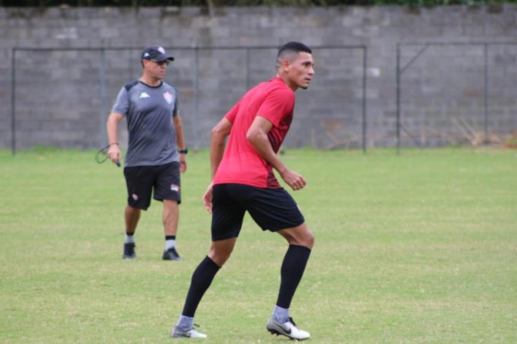 Os jogadores reservas participaram de um coletivo contra a equipe sub-17 - Foto: Divulgação | EC Vitória