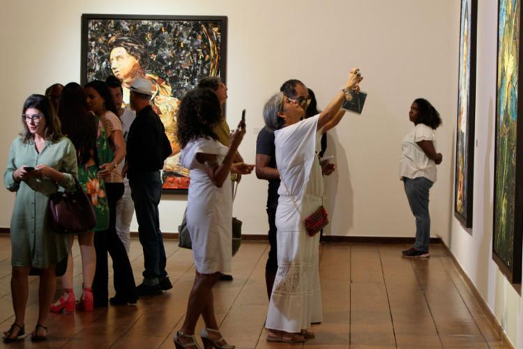 As obras de arte foram criadas a partir de milhares de recortes de catálogos de exposições - Foto: Fernando Vivas | GOVBA