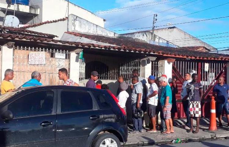 A vítima entrou na residência para fugir do agressor - Foto: Reprodução | Acorda Cidade