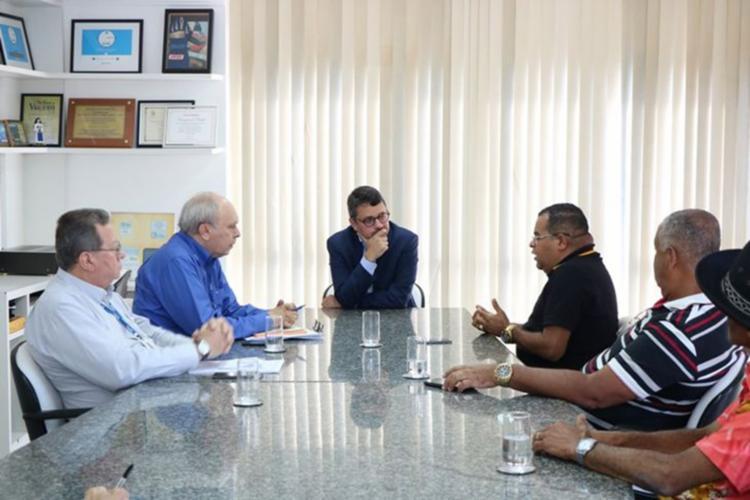 Reunião contou com representantes do Sindicato dos Feirantes e o secretário estadual do Turismo, Fausto Franco