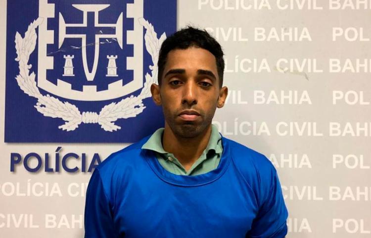 Acompanhado por advogados, Alessandro Souza se apresentou no Departamento de Polícia Metropolitana (Depom), na Piedade - Foto: Divulgação | Polícia Civil