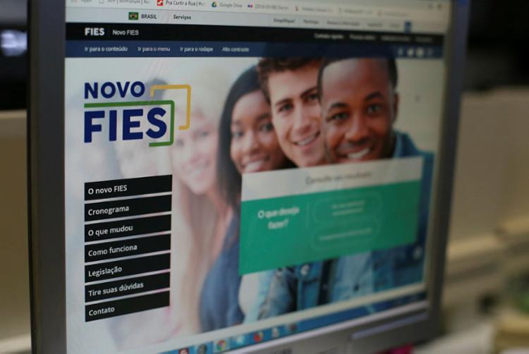 Segundo dados do FNDE, 500 mil estudantes poderão ser beneficiados com a renegociação - Foto: Raphael Müller | Ag. A TARDE
