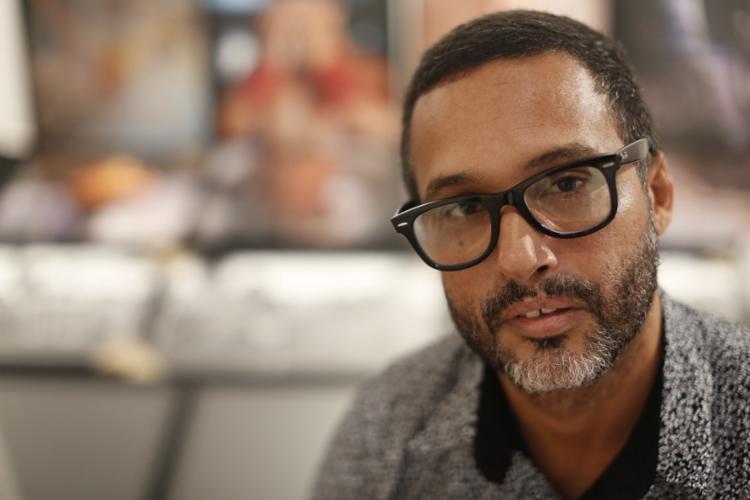 Marcelo Reis é fotógrafo e curador da mostra A Gosto da Fotografia, em cartaz na Caixa Cultural até 11 de agosto - Foto: Rafael Martins | Ag. A TARDE
