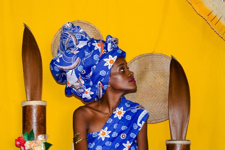 Lei proibia mulheres negras - livres e escravizadas - de usar os cabelos crespos soltos - Modelo Negreiros Souza