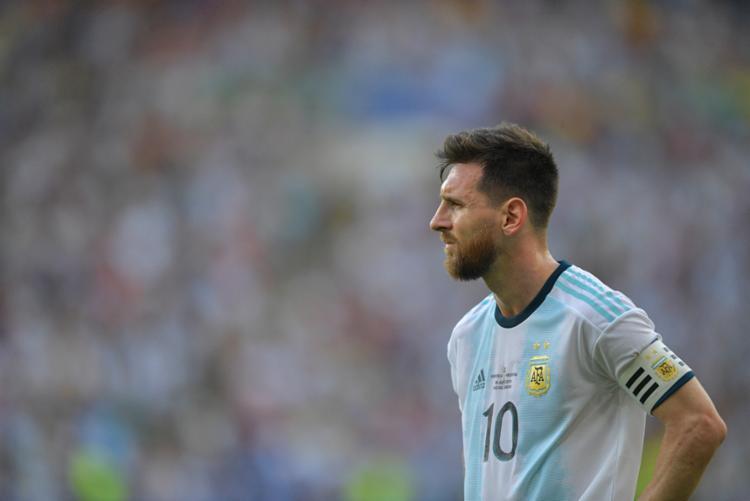 Os holofotes estão em cima de Lionel Messi para o confronto entre Brasil e Argentina - Foto: Carl De Souza | AFP