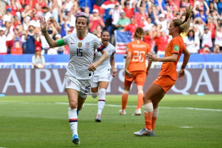 O resultado garantiu à equipe norte-americana o inédito tetracampeonato na competição - Foto: Philippe Desmazes   AFP