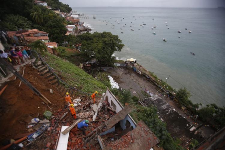 Desabamento ocorreu na madrugada desta segunda - Foto: Raul Spinassé | Ag. A TARDE