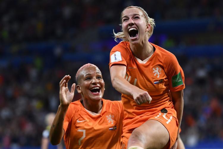 Groenen comemora após marcar o gol que garantiu a classificação das holandesas - Foto: Franck Fife l AFP