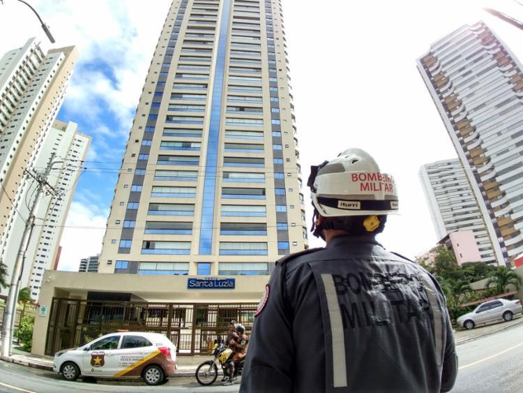 No mês passado, o operário Felipe Sátiro, 29 anos, morreu ao cair de um elevador em um edifício do Horto Florestal - Foto: Raul Spinassé l Ag. A TARDE l 24.6.2019