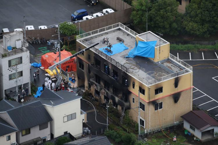 Testemunhas relataram que ouviram detonações no primeiro andar do prédio - Foto: Jiji Press | AFP
