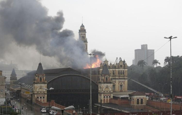 Incêndio atingiu museu no dia 21 de dezembro de 2015 - Foto: AFP