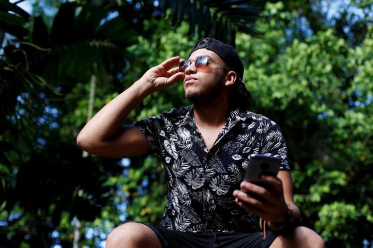 O estudante Odonilton Lemos prefere os stories para chamar atenção do crush - Foto: Adilton Venegeroles / Ag. A TARDE