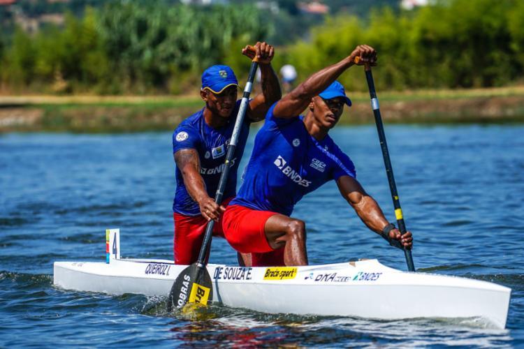 Isaquias (E) e Erlon competem juntos no C2 1000 metros - Foto: Rodolfo Vilela l Divulgação
