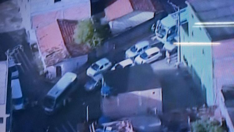 Rua bloqueada impede a passagem dos veículos - Foto: Reprodução I TV Record