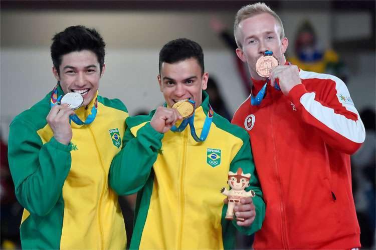 Os ginastas brasileiros ainda podem voltar ao pódio nas disputas individuais por aparelhos - Foto: Luis Robayo | AFP